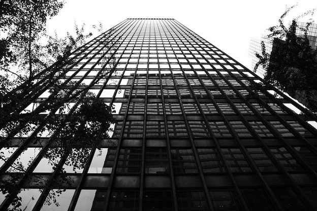 famous architectural buildings black and white. 10 Design Principles To Take From Famous Architecture - Seagram Building Architectural Buildings Black And White