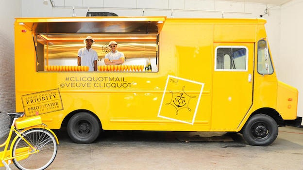 la-dd-veuve-clicquot-champagne-truck-rhone-ran-001