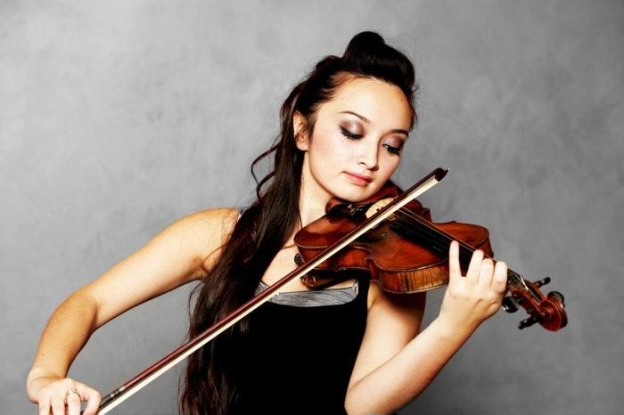 solo-violinist