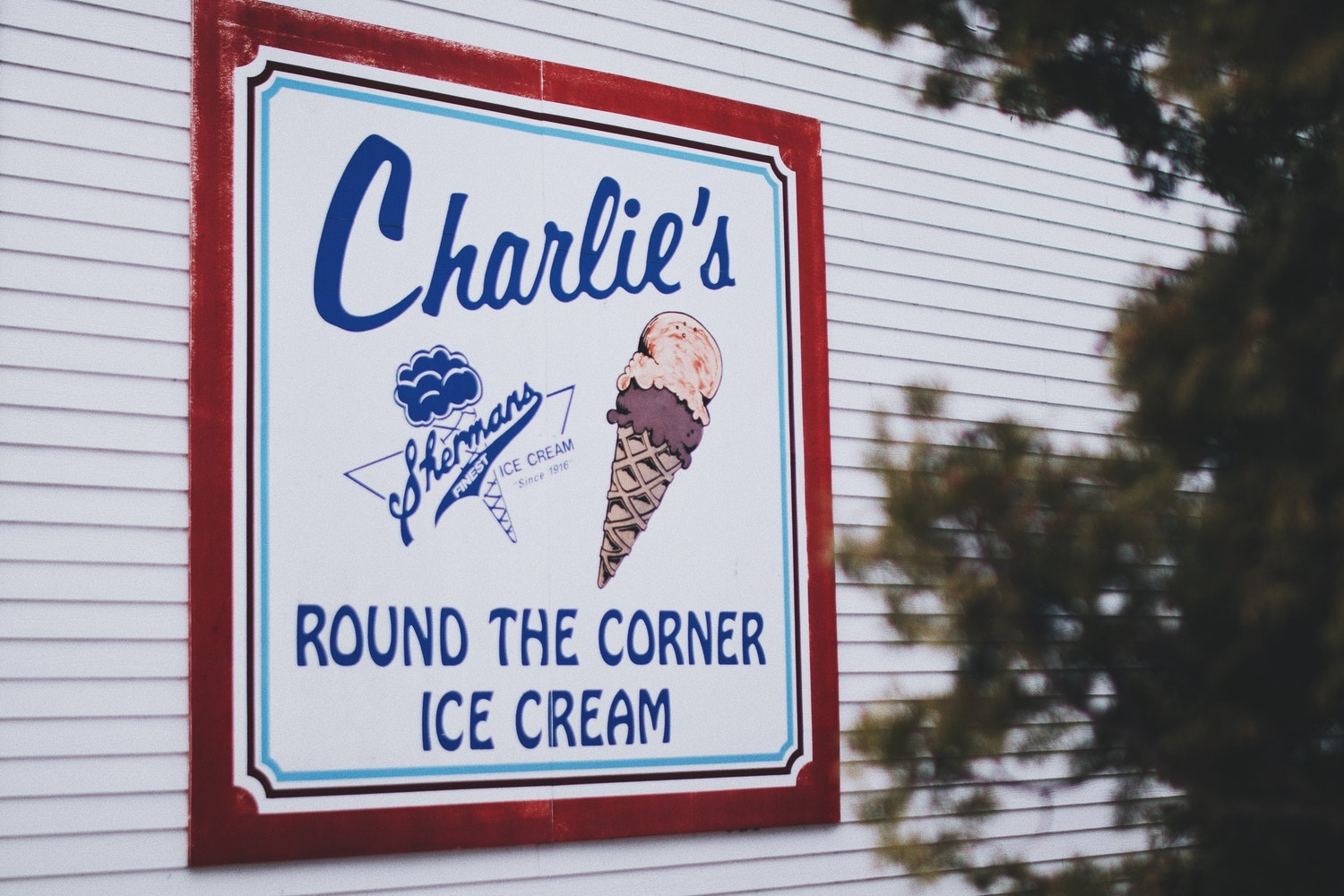 Charlie's round the corner ice cream sign