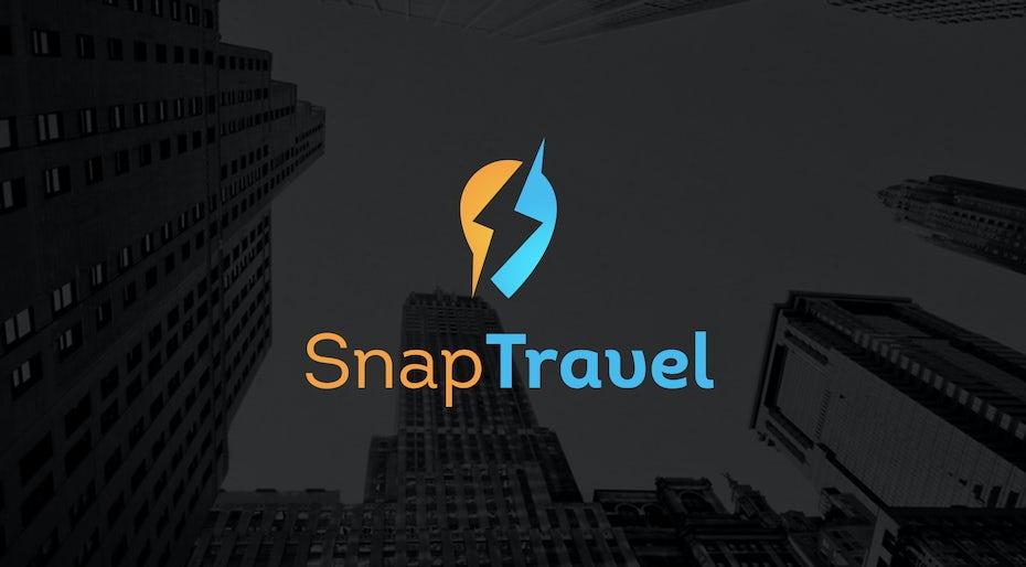 Logo ovale bleu et jaune traversé par un éclair d'espace négatif