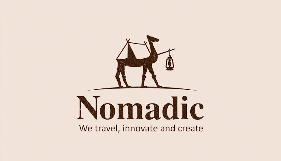 La silhouette d'un chameau avec une tente sur le dos et une lanterne devant lui