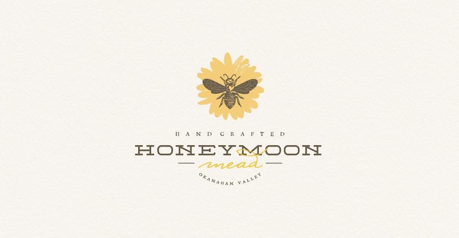 желтый контур одуванчика с наложенным на него теплым серым изображением пчелы
