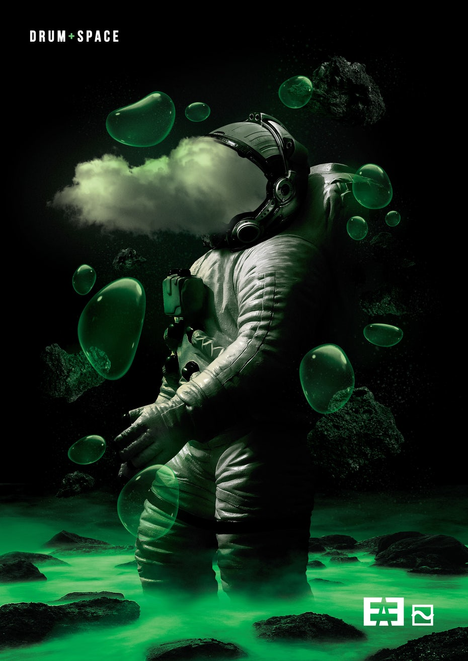 Graphic design trends 2020 example: Poster design showing an astronaut full of smoke