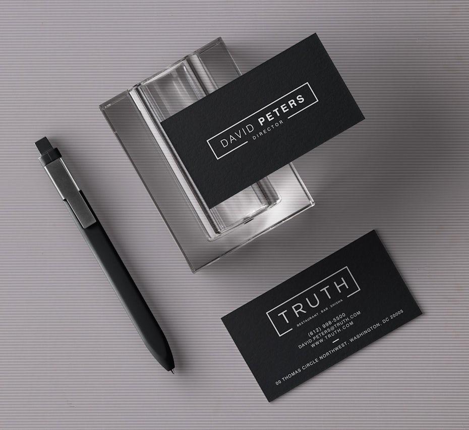 Ejemplo de tendencias de tarjetas de visita 2020: diseño minimalista de tarjetas de visita en blanco y negro