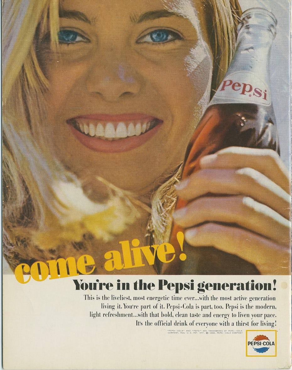 Anuncio de la generación de Pepsi de 1964 que muestra a una joven agarrando una botella de Pepsi