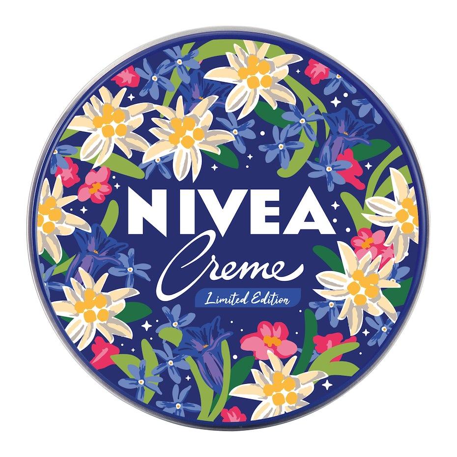 露营地露营的尼维亚标志设计与花