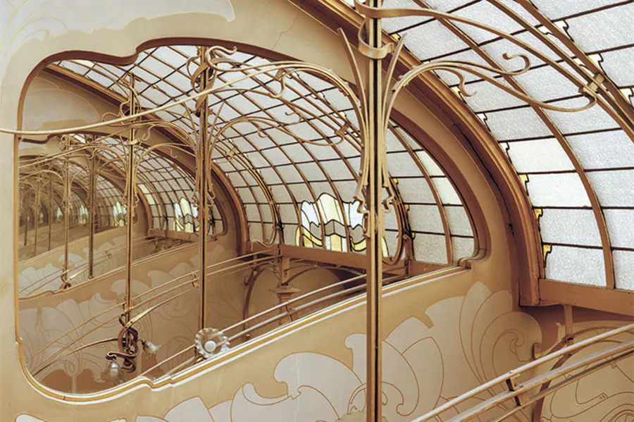 Stained-glass skylight and mirror at the top of the Maison & Atelier Horta
