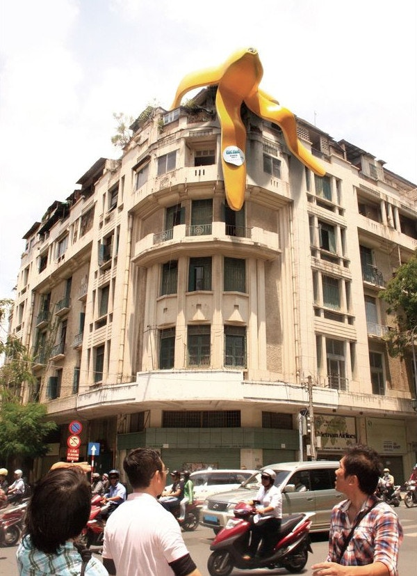 King Kong guerilla marketing giant banana on building