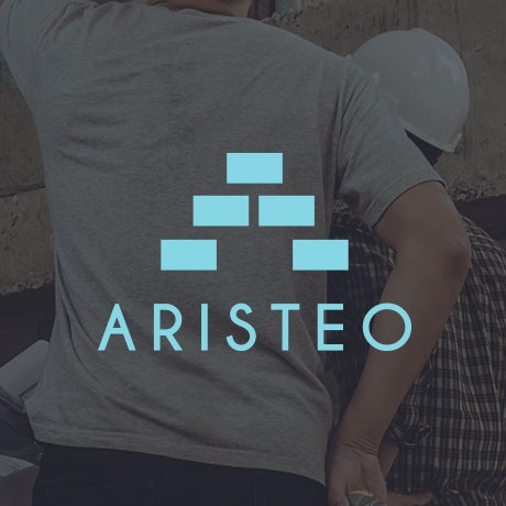 "blue rectangles stacked in a triangle with the text ""Aristeo"""